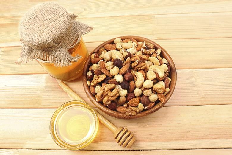 hạt điều và mật ong tác dụng rất tốt đến bệnh nhân trầm cảm nếu sử dụng hằng ngày theo sự hướng dẫn của bác sĩ.